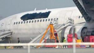 Airline-covers-logo-on-plane-after-malfunction